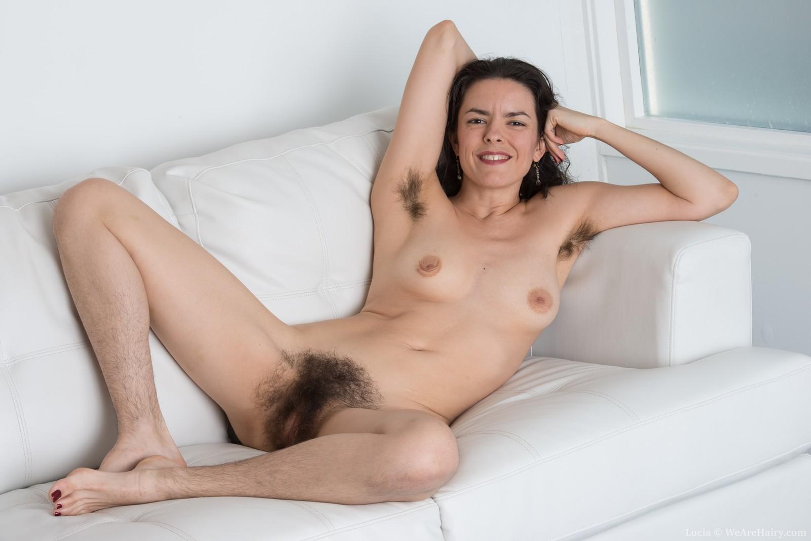 Голубоглазой порно девушка волосатый ножками одногруппницей видео жадно