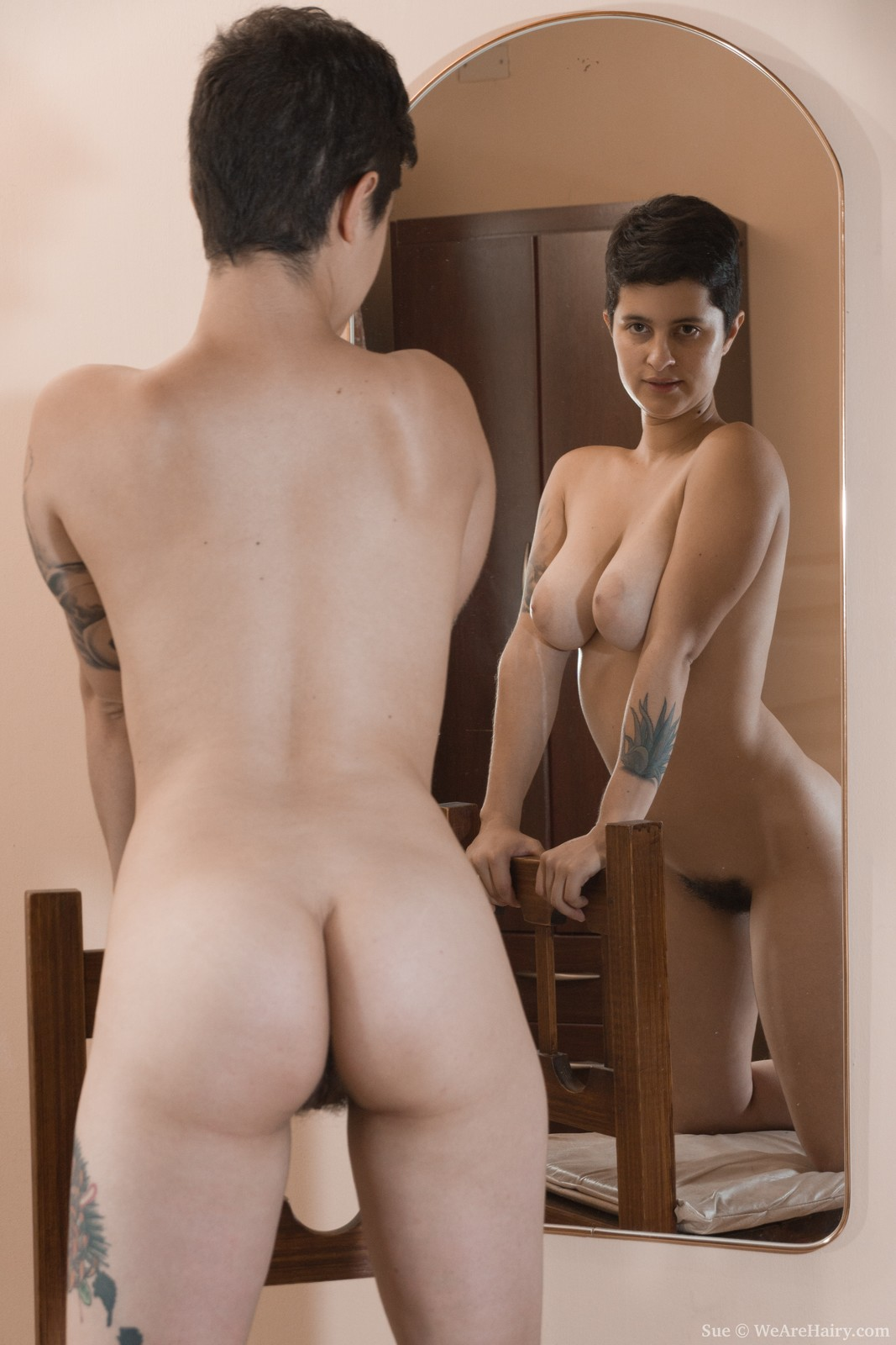 girls posing nude in mirror